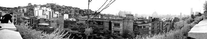 Panorama de la ville sur les collines