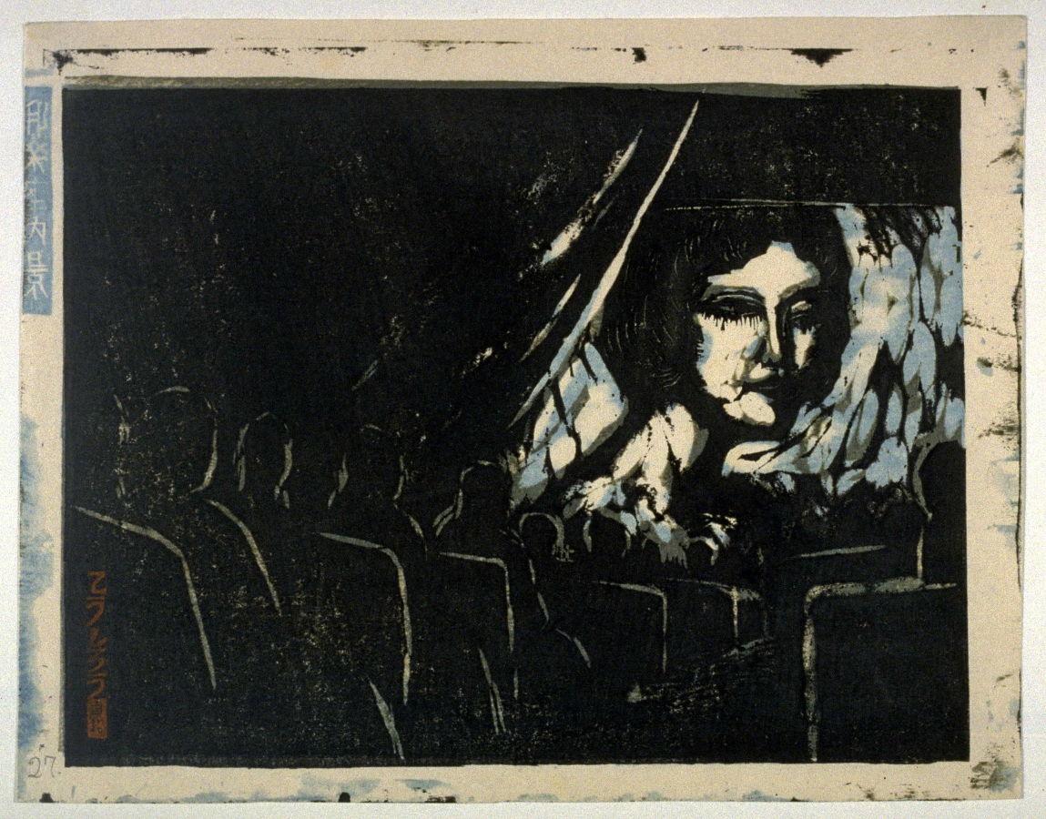 femme sur un écran dans une salle de cinéma