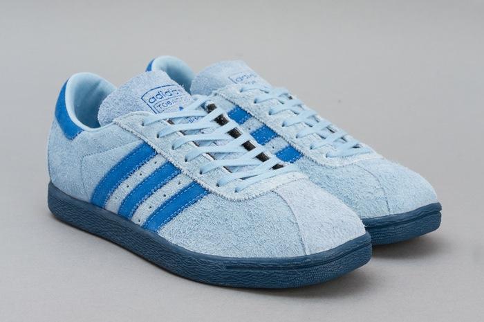 Paire de chaussures en suède bleu ciel