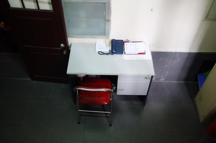 Bureau avec cahier et téléphone