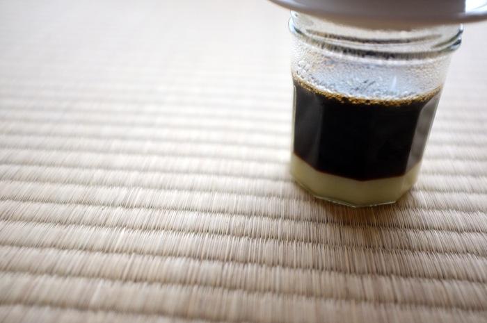 Café infusé au dessus de lait concentré