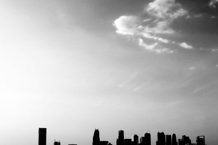 immeubles et ciel avec un nuage