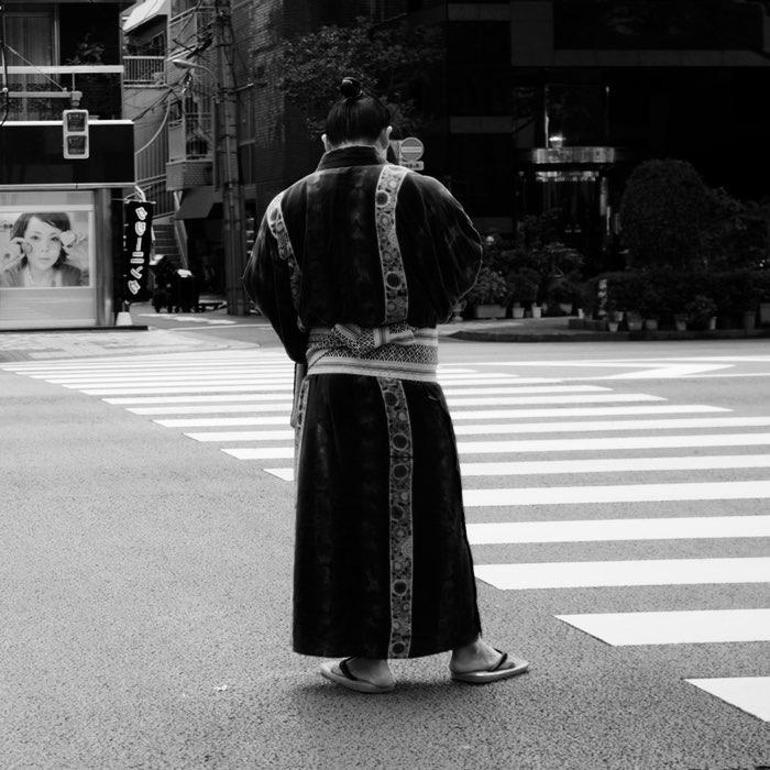 Lutteur de sumo dans la rue