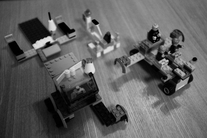 Des légos assemblés en jouet