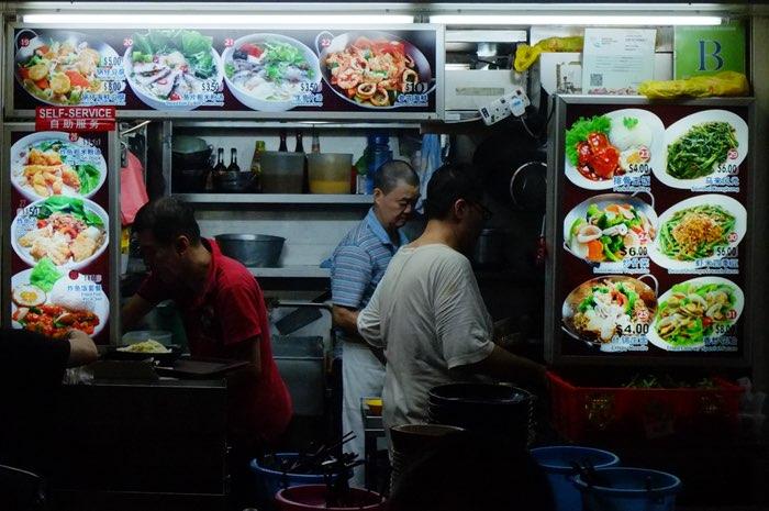 3 hommes dans une cuisine