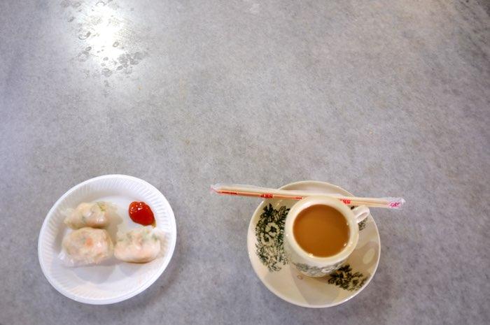 Dim sum et teh tarik sur une table