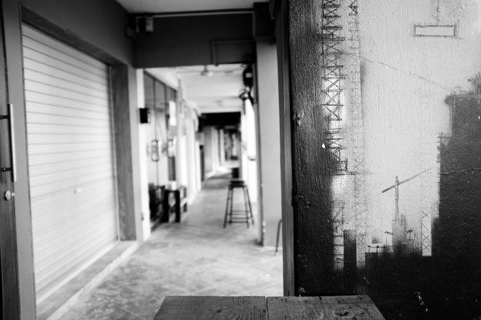 Graffiti et trottoir couvert