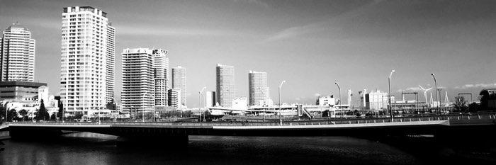 horizon avec immeubles et port