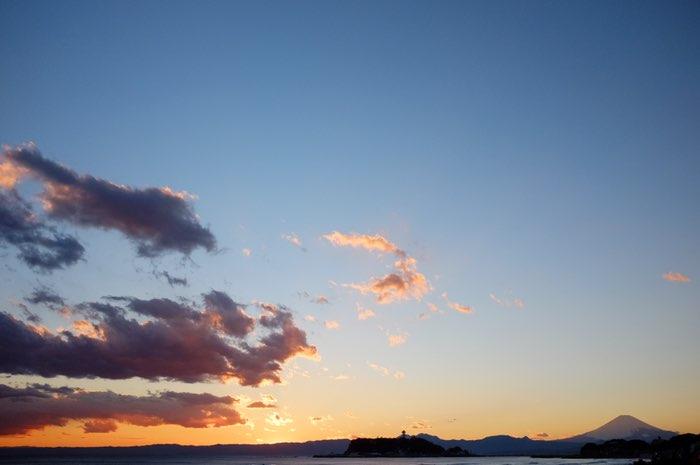 Île de Enoshima avec Fuji sur coucher de soleil