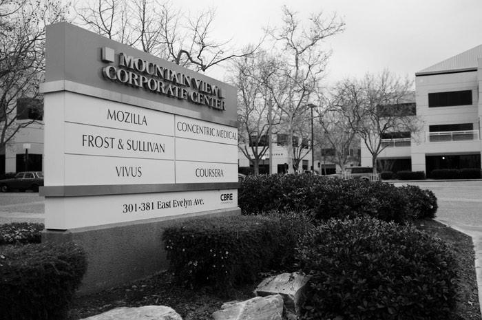 Panneau d'entrée listant des compagnies y compris Mozilla