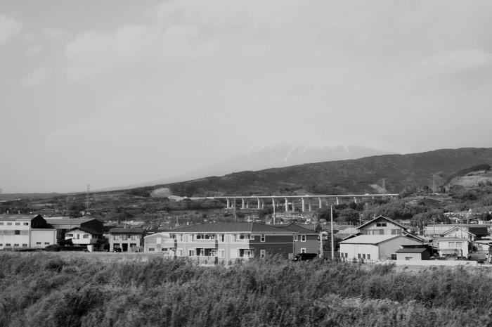 Fuji presque invisible depuis le train