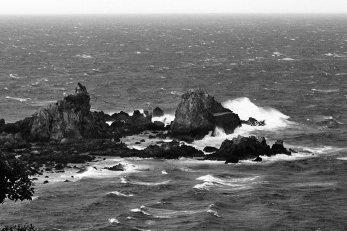 Rocher d'un cap dans l'océan