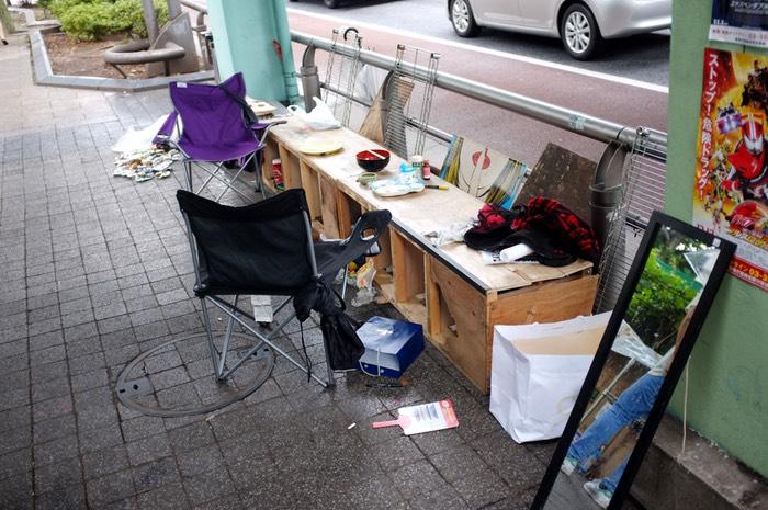 table près d'une route