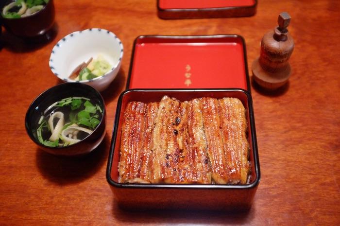plateau repas d'anguilles