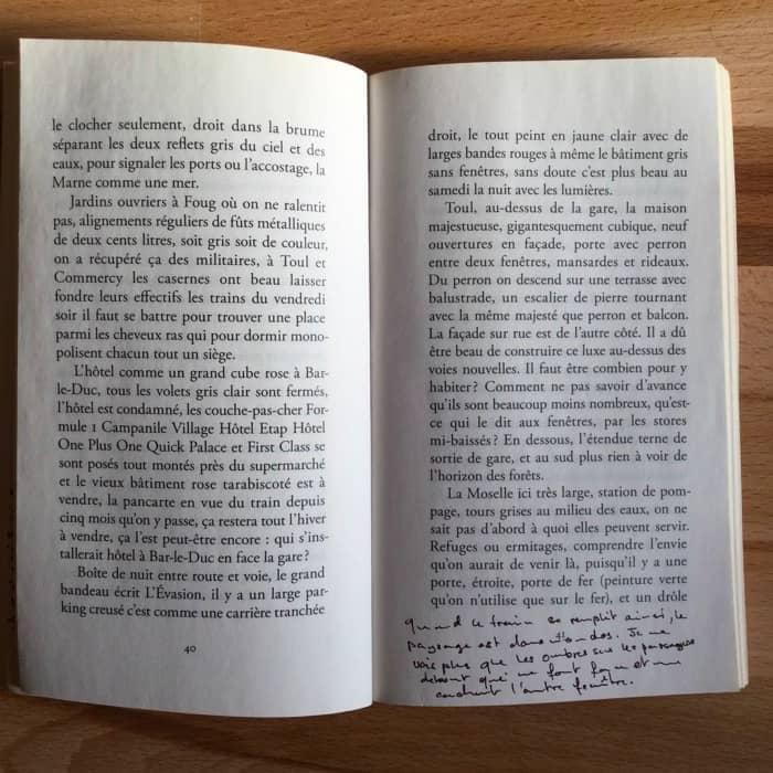 copie de page d'un livre avec annotations dans la marge
