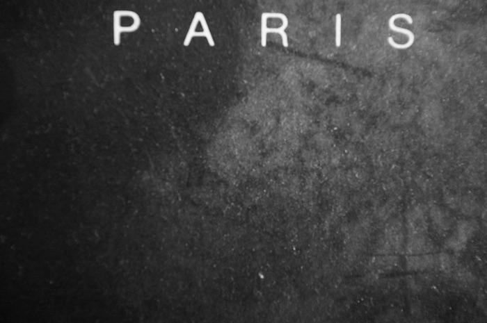 Paris sur un fond noir