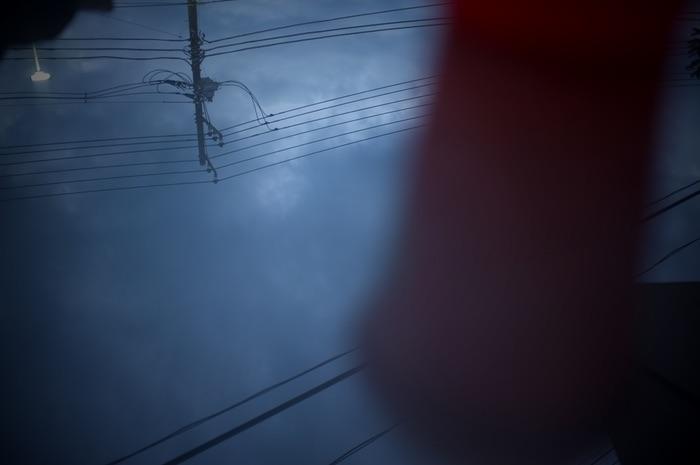 reflets des nuages et lignes électriques