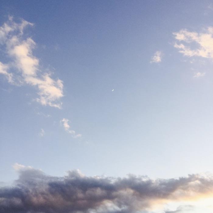 La lune au milieu du ciel