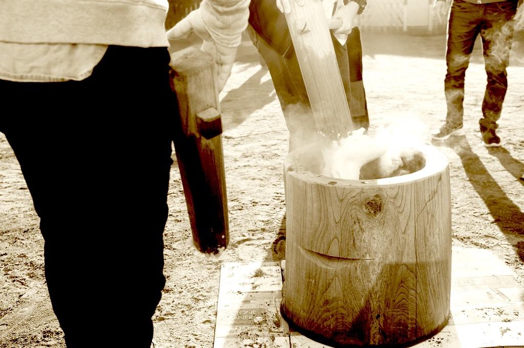 marteau et moule pour le mochi