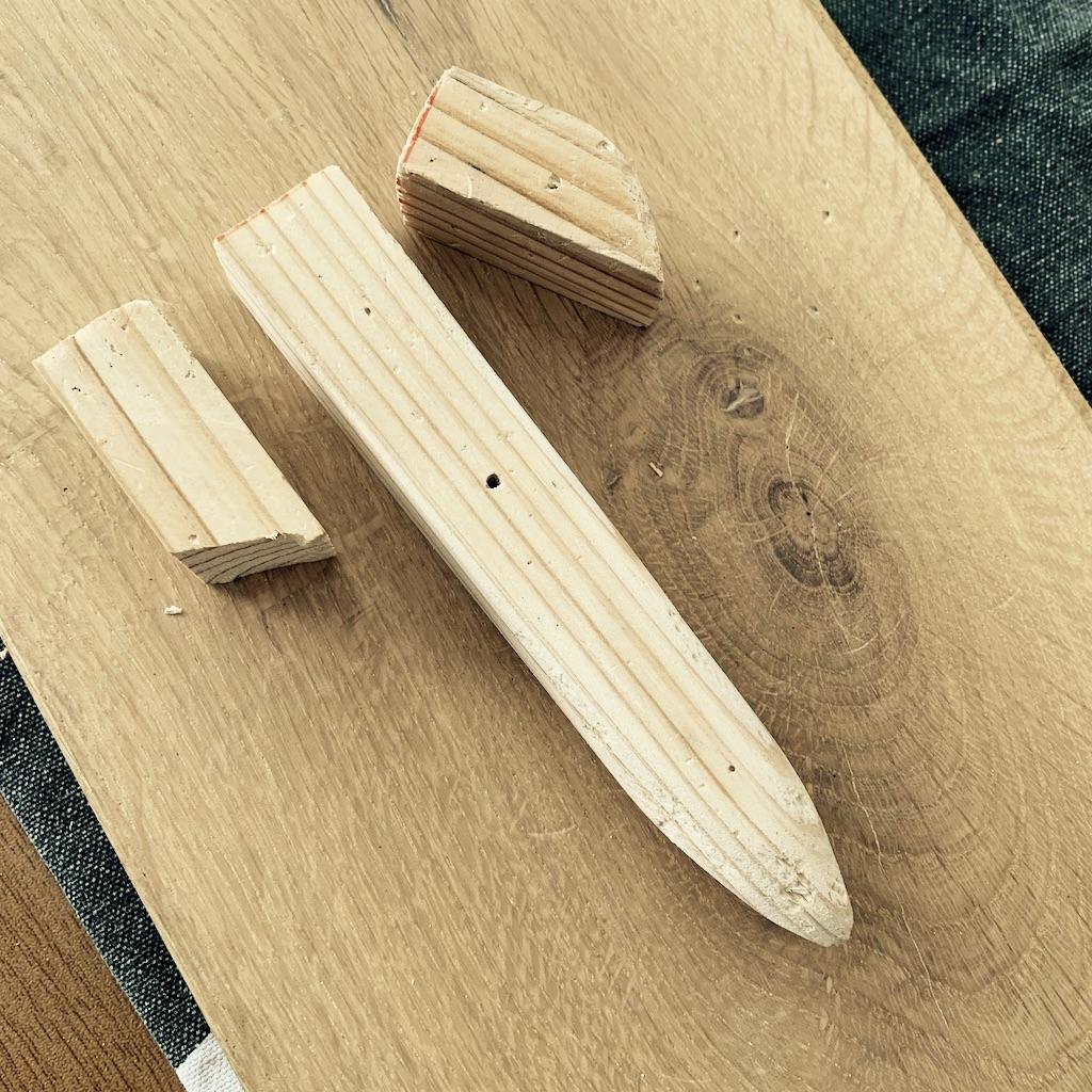 morceaux de bois découpés