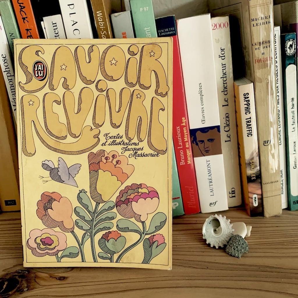 Couverture du livre savoir revivre sur une étagère