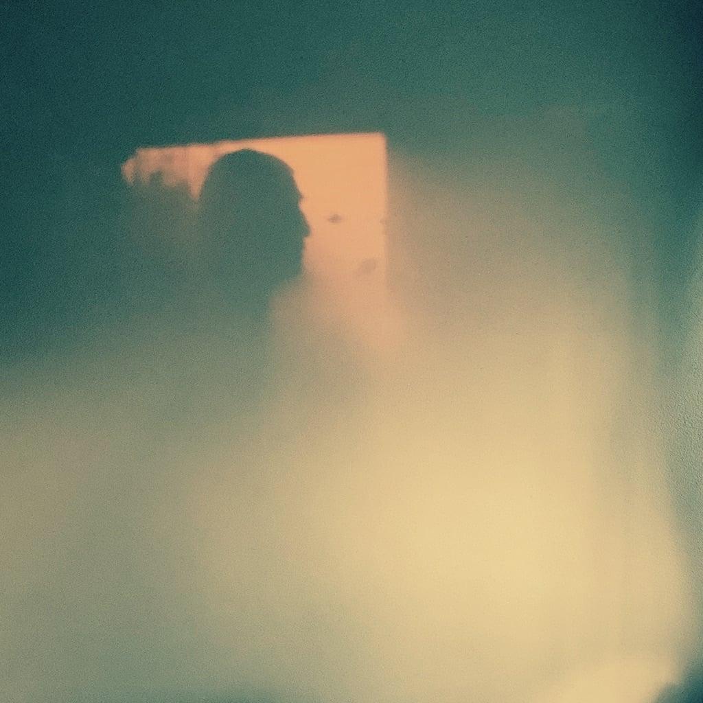 ombre de profil sur un mur