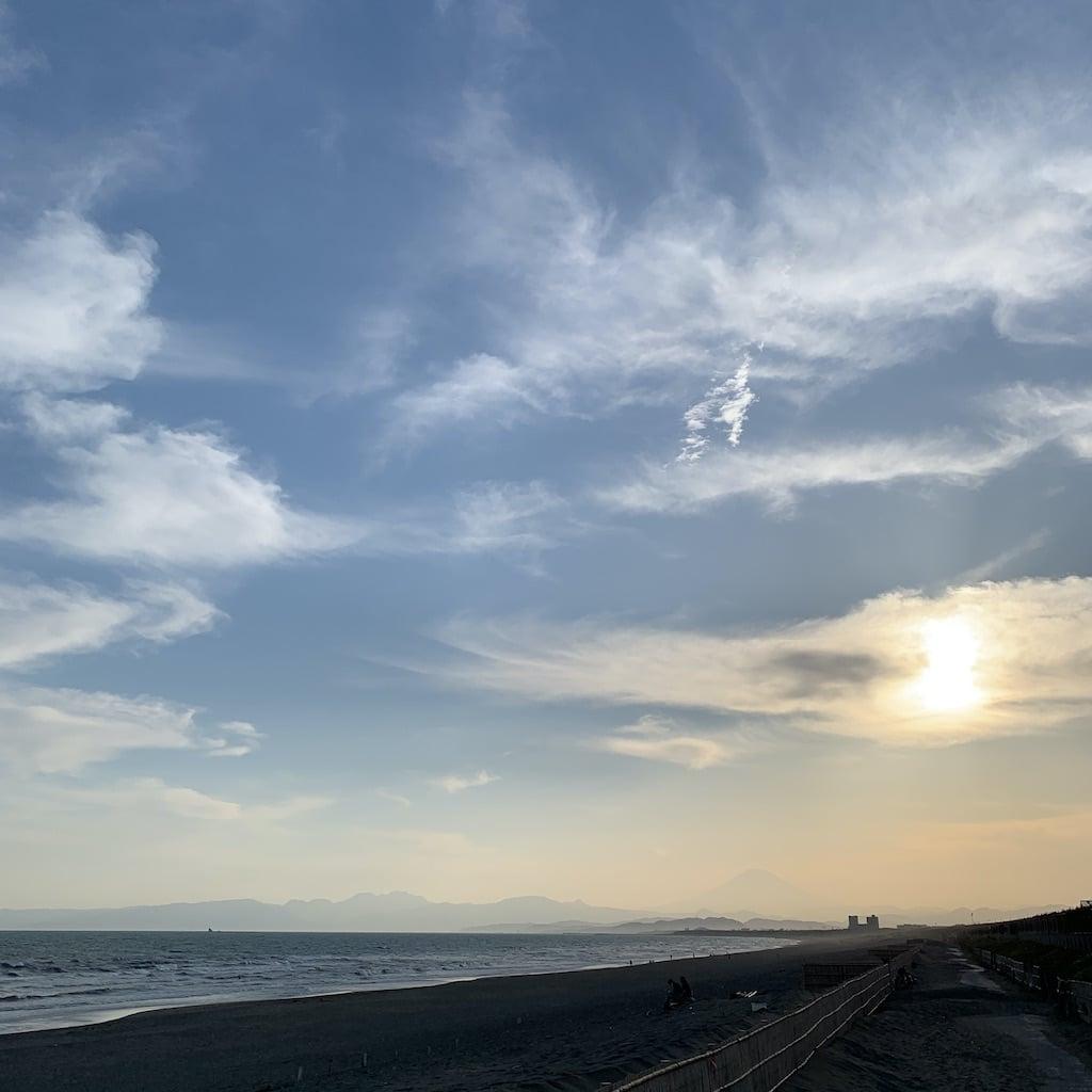 horizon et fuji sur la plage