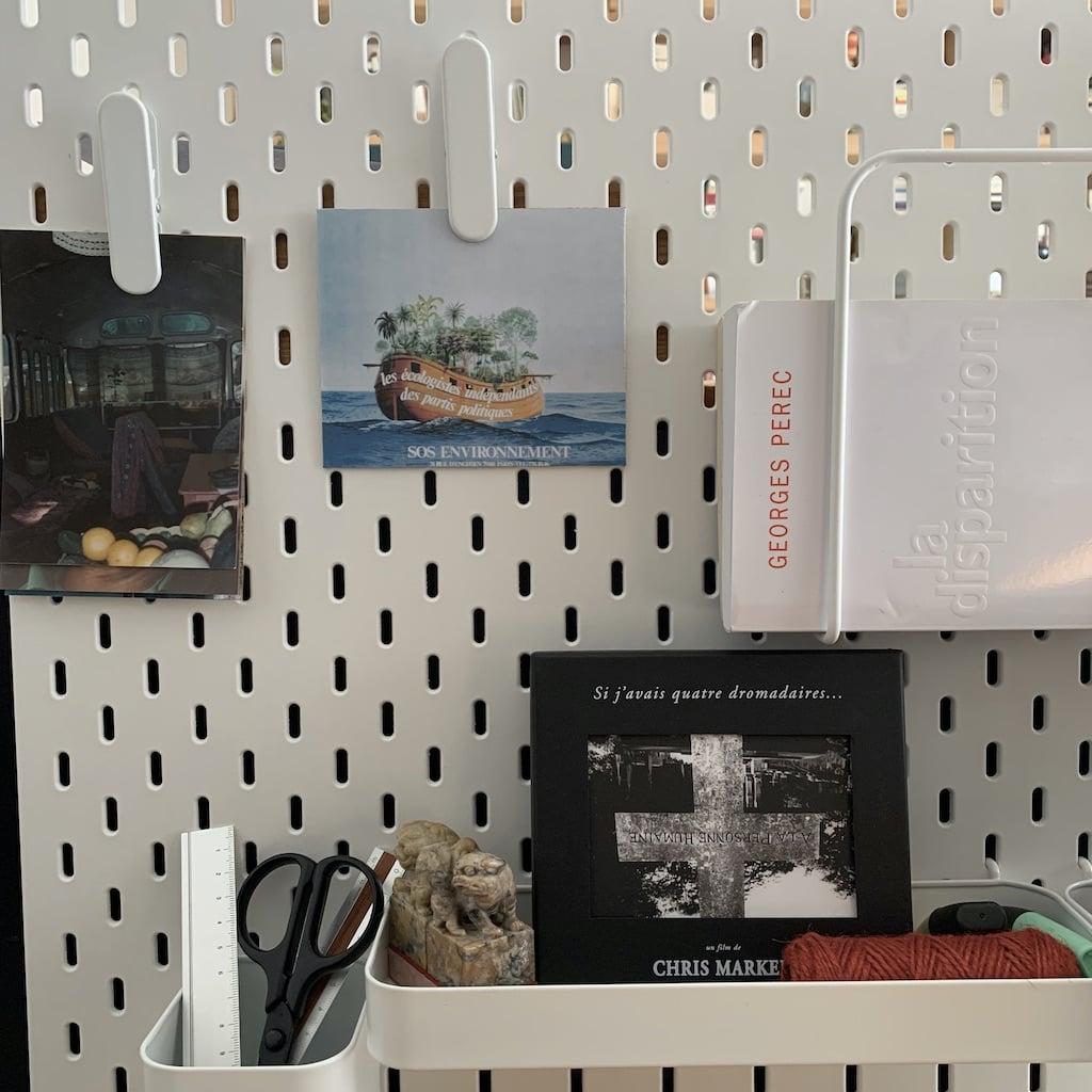 Panneau de bureau avec photos