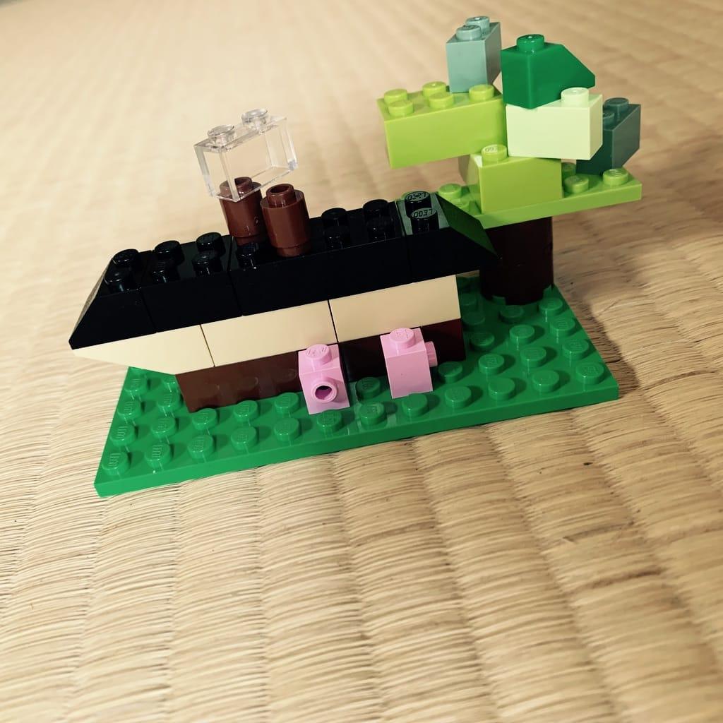 Maison et arbre en lego