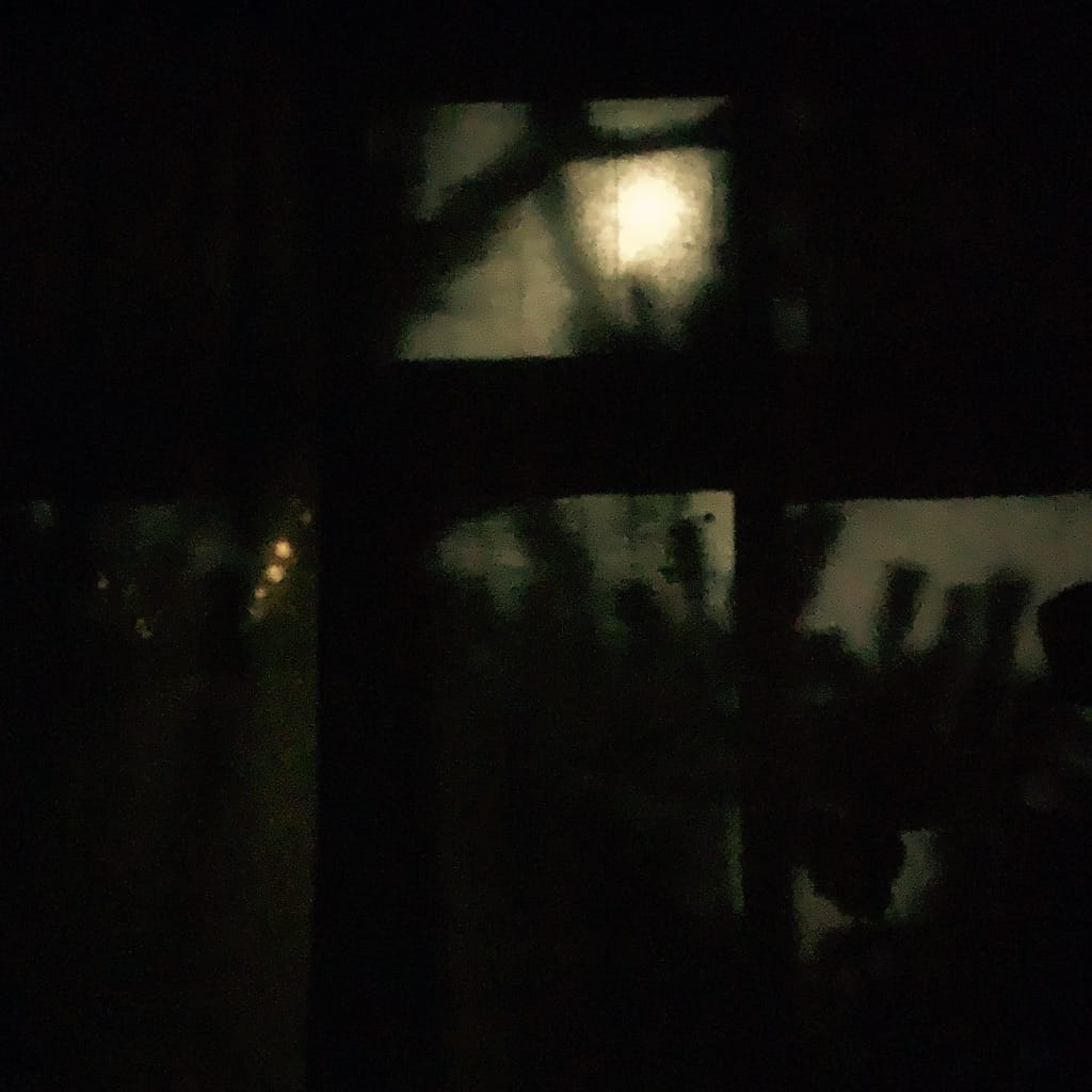Ombres sur le rideau