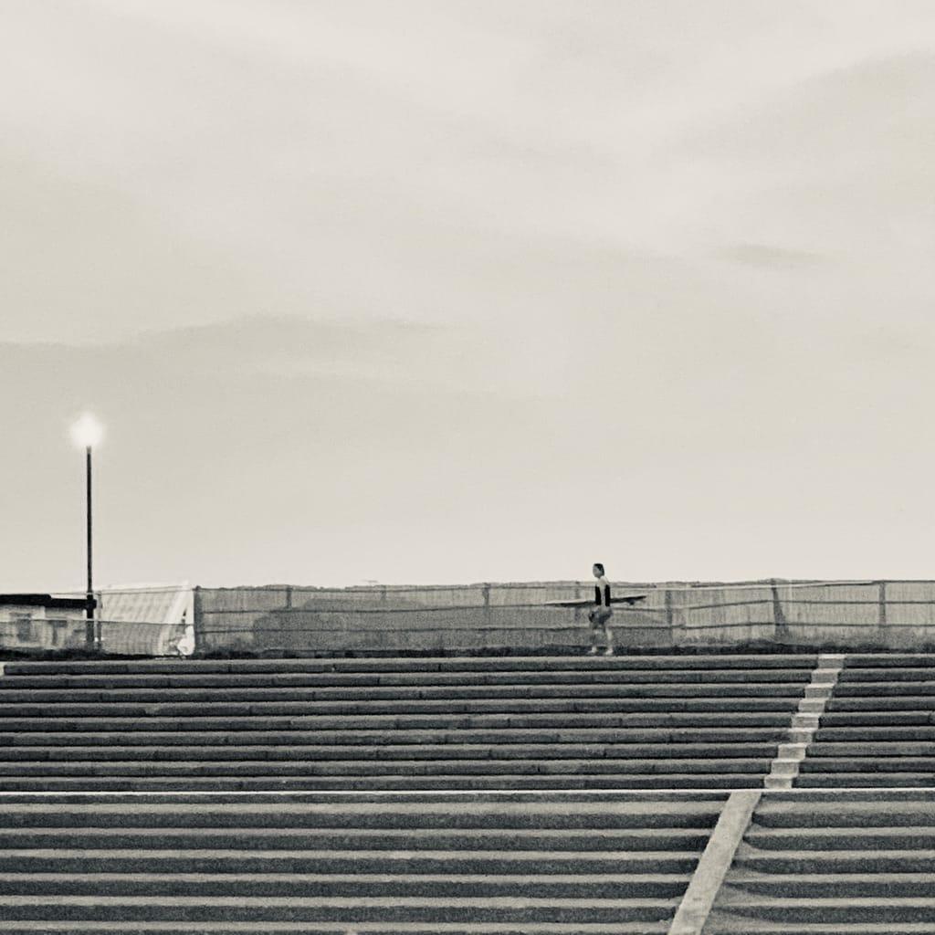 surfer et escalier