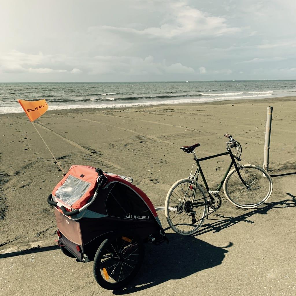 vélo face à l'océan