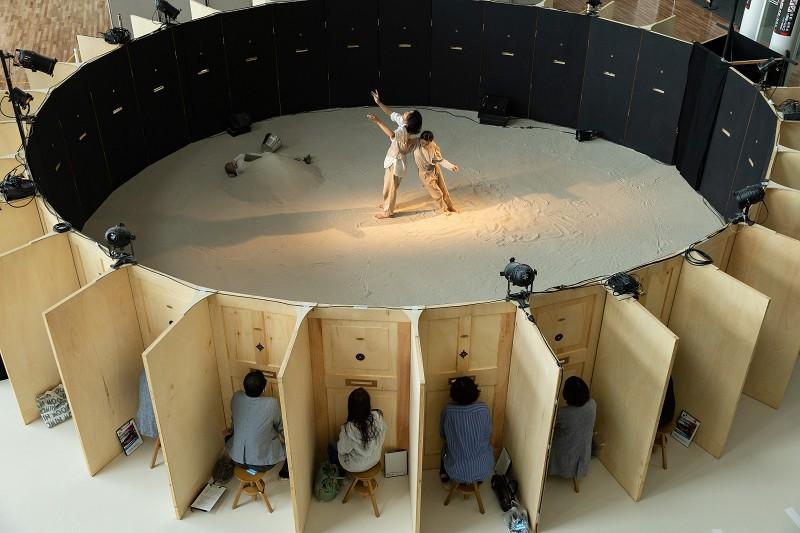 Dispositif de scène de théâtre en rond