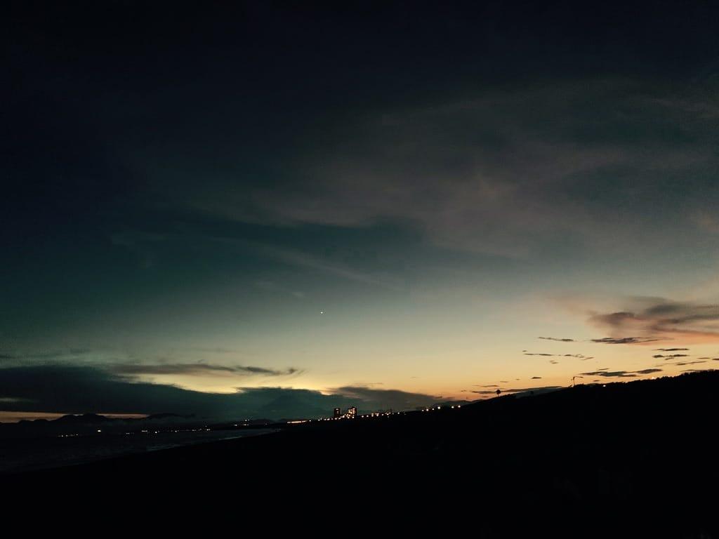 Fuji et nuage sur l'horizon.
