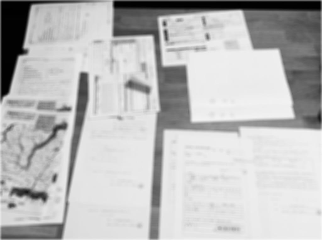 Photo floue de papiers.